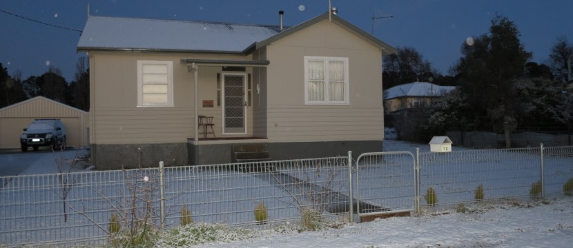 Adaminaby Cottage in August 2012 snowfall